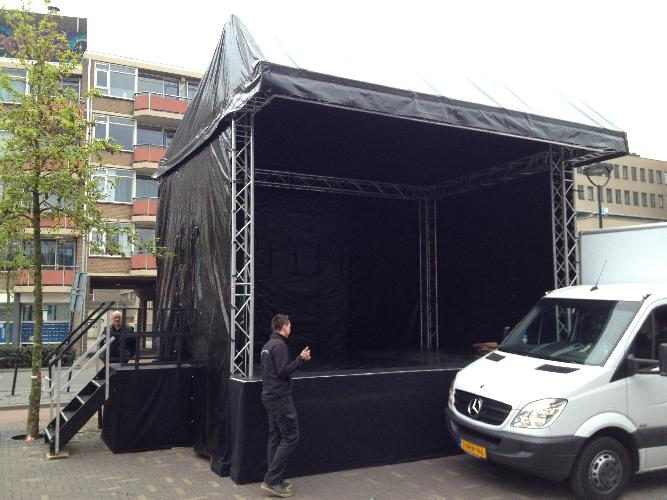 Overkapt Podium 2 x 4 meter   huren